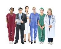 Olikt multietniskt gladlynt medicinskt lag Fotografering för Bildbyråer