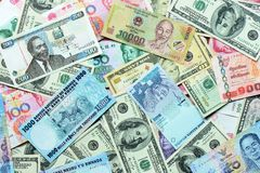 Olikt valutapapper som packar ihop Royaltyfria Foton