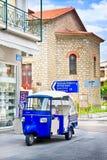 OLIMPIA GREKLAND - JUNI 13, 2014: Tuk-Tuk i Olimpia, Grekland på Juni 13, 2014 En av de huvudsakliga dragningarna av Grekland Arkivfoto