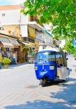 OLIMPIA, GRIEKENLAND - JUNI 13, 2014: Tuk-Tuk in Olimpia, Griekenland op 13 Juni, 2014 Één van hoofdaantrekkelijkheden van Grieke Stock Foto