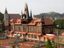 Olimpia tennisbana i Brasov (Kronstadt), i Transilvania Arkivbilder
