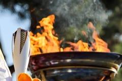 Olimpiady Zimowej pochodni luzowanie przyjeżdżający w Saloniki obrazy royalty free