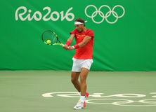 Olimpijski mistrz Rafael Nadal Hiszpania w akci podczas mężczyzna przerzedże pierwszy round dopasowanie Rio 2016 olimpiad Zdjęcie Stock