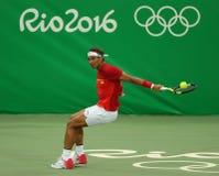 Olimpijski mistrz Rafael Nadal Hiszpania w akci podczas mężczyzna ` s przerzedże pierwszy round dopasowanie Rio 2016 olimpiad Obrazy Royalty Free