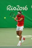 Olimpijski mistrz Rafael Nadal Hiszpania w akci podczas mężczyzna ` s przerzedże pierwszy round dopasowanie Rio 2016 olimpiad Obraz Stock
