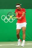 Olimpijski mistrz Rafael Nadal Hiszpania w akci podczas mężczyzna ` s przerzedże pierwszy round dopasowanie Rio 2016 olimpiad Zdjęcie Royalty Free