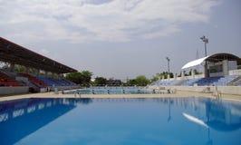 Olimpijski standardowy dopłynięcie i nurkowy basen Obraz Royalty Free