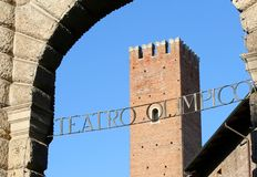 Olimpijski Theatre dzwonił Teatro Olimpico fr i średniowieczny wierza zdjęcie royalty free