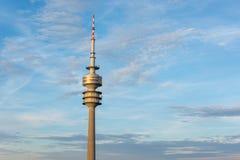 Olimpijski wierza w Olympiapark w Monachium, Niemcy podczas s zdjęcia stock