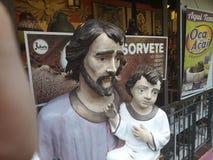 Olinda Pernambuco, Brasilien - mars 2019 Forntider shoppar av alt- da S Skulpturer gjorde manuellt vid lokaler royaltyfri fotografi