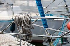 Olinowanie dalekomorskie żaglówki Żeglowań akcesoria na jachcie Fotografia Stock