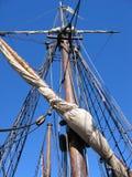 Olinowanie na Starym żeglowanie statku Zdjęcia Stock