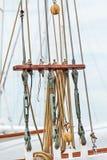 Olinowanie na starym Holenderskim żeglowanie statku Fotografia Royalty Free