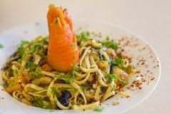 Olio aglio Linguine des geräucherten Lachses Lizenzfreies Stockbild