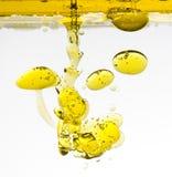 Olio d'oliva in acqua Fotografie Stock Libere da Diritti