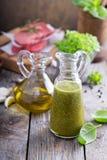 Olio d'oliva aromatico con basilico Fotografia Stock