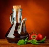 Olio d'oliva, basilico e pomodori Immagini Stock