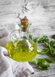 Olio d'oliva, basilico fresco Fotografia Stock Libera da Diritti