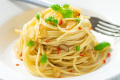 Olio d'oliva e peperoncino di Spageti Fotografie Stock Libere da Diritti