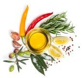Olio d'oliva e spezie, sopra la vista Immagini Stock