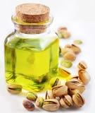 Olio del pistacchio con le noci fotografie stock