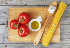 Olio dell'aglio del pomodoro degli spaghetti Immagini Stock
