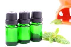 Olio dell'aroma su fondo bianco Fotografie Stock Libere da Diritti