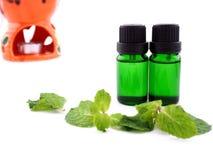 Olio dell'aroma su fondo bianco Fotografia Stock