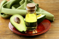 Olio dell'avocado e della frutta fresca Fotografie Stock Libere da Diritti
