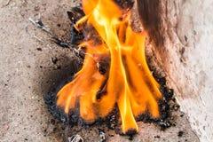 olio dell'ustione del fuoco sul pavimento immagini stock libere da diritti