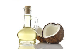 Olio di cocco con le noci di cocco su fondo bianco Immagine Stock Libera da Diritti