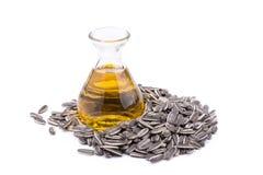 Olio di girasole in bottiglia di vetro e seme di girasole isolati su wh Fotografie Stock