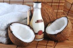 olio di massaggio della noce di cocco Fotografia Stock Libera da Diritti