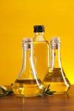 Olio di oliva in bottiglie Immagini Stock Libere da Diritti