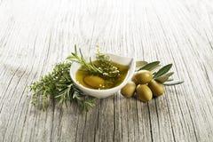 Olio di oliva con le erbe Fotografie Stock