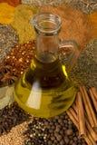 Olio di oliva con le erbe Immagini Stock Libere da Diritti