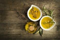 Olio di oliva con le erbe Fotografia Stock