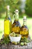 Olio di oliva fresco fotografie stock libere da diritti