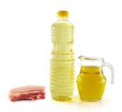 Olio di strutto in una bottiglia ed in un barattolo di plastica Immagini Stock