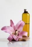 Olio e giglio di massaggio Fotografia Stock