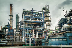 Olio e pianta di industria chimica fotografia stock