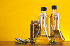 Olio ed olive di oliva Immagine Stock
