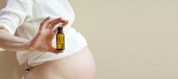 Olio essenziale per la donna incinta Immagini Stock