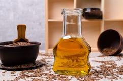 Olio organico del lino in vetro fotografia stock