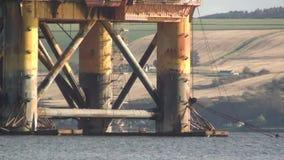 Olio Rig View delle gambe con il mare archivi video