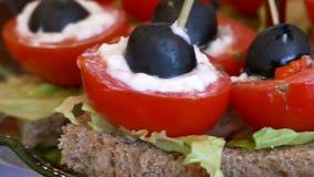 Oliv för ferie för mål för tomattabellmellanmål smaklig arkivfilmer