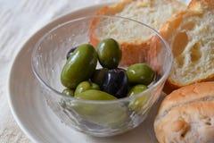 Oliv med bröd Arkivfoto