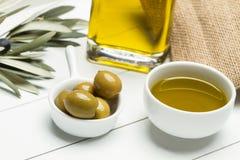 Oliv och olivolja Fotografering för Bildbyråer