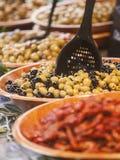 Oliv på öppen matmarknad Royaltyfria Foton