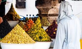 Oliv på marknad i Essaouira i Marocko fotografering för bildbyråer